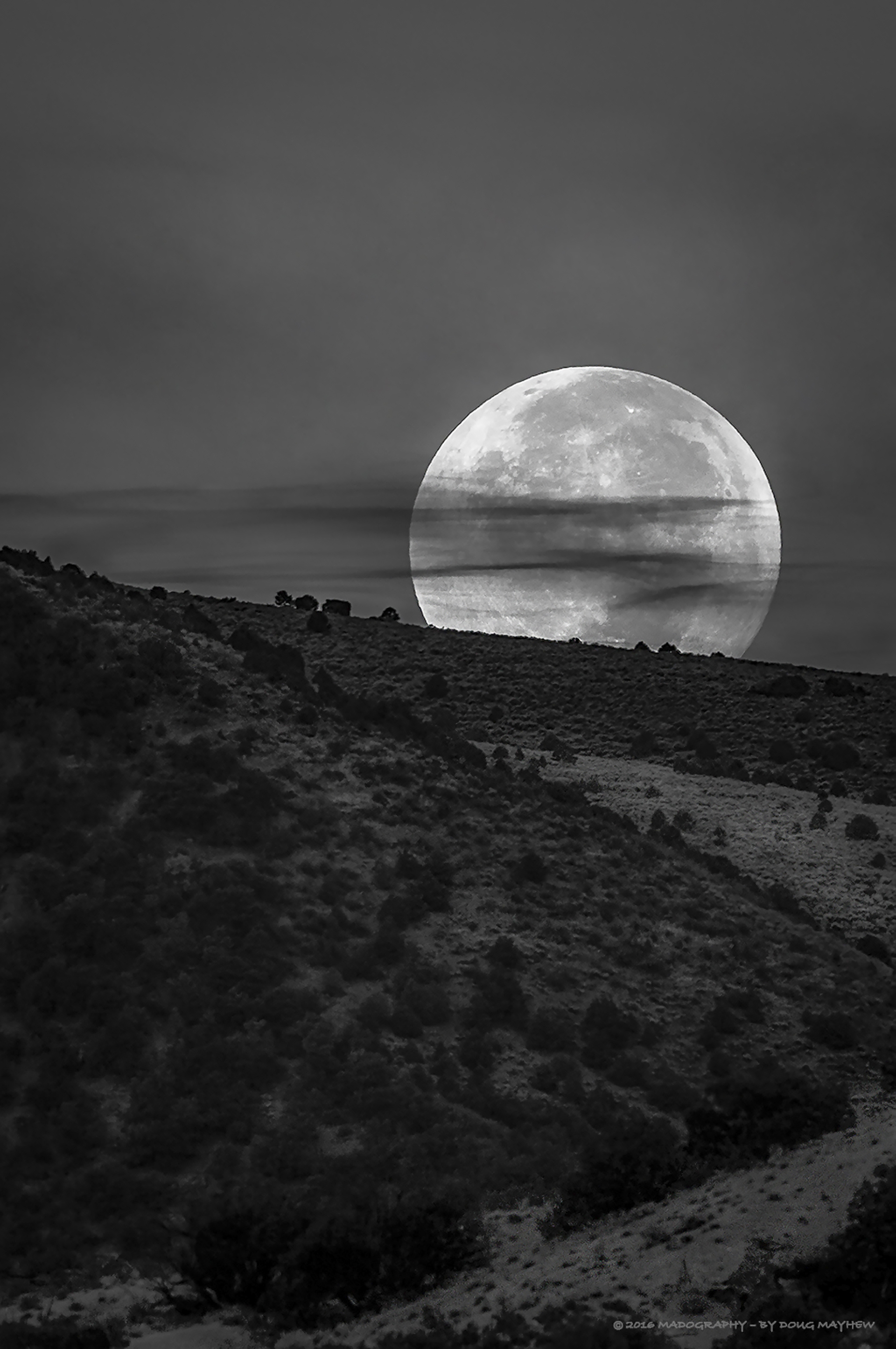 Full Moon Setting - MADOGRAPHY by Doug Mayhew | Madographer
